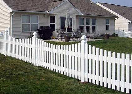 "<img src=""vinylfence.png"" alt=""vinyl fence being installed in front yard"">"