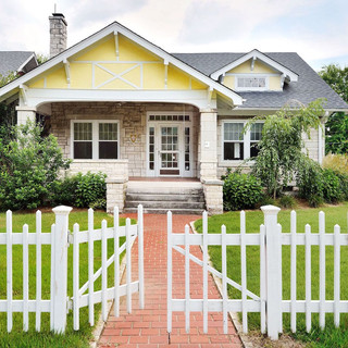 Emerson Exterior Home Enhancement is Fort Bend preferred fencing contractors. We have been a trusted supplier of premium fencing and decks since 1999. Our team can tackle the most challenging fence and deck projects or something as simple as replacing a few boards.