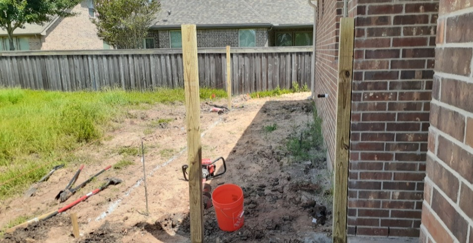 """<img src=""""wooden fence post.png"""" alt=""""Setting wooden fence post in concrete"""">"""