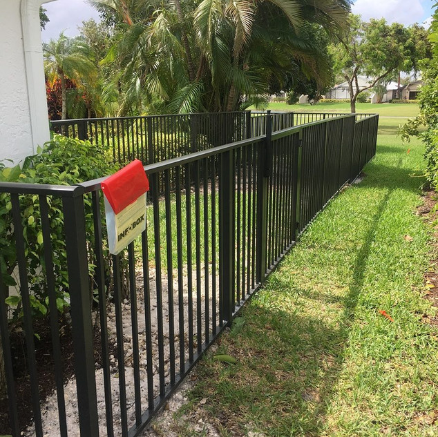 residential-fence-company-hollywood-squa