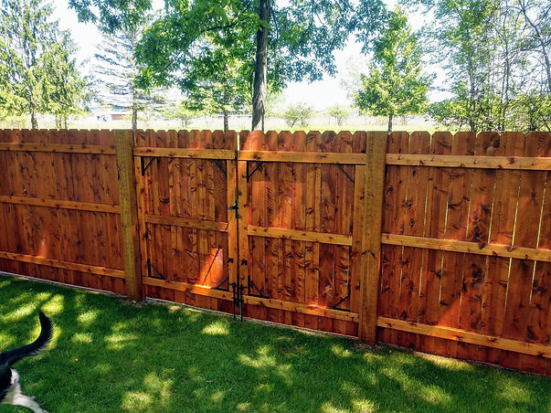 "<img src=""best wood fence in Sugar Land.jpg"" alt=""Suagr Land best fence is built with cedar boards and pressure treated pickets"">"