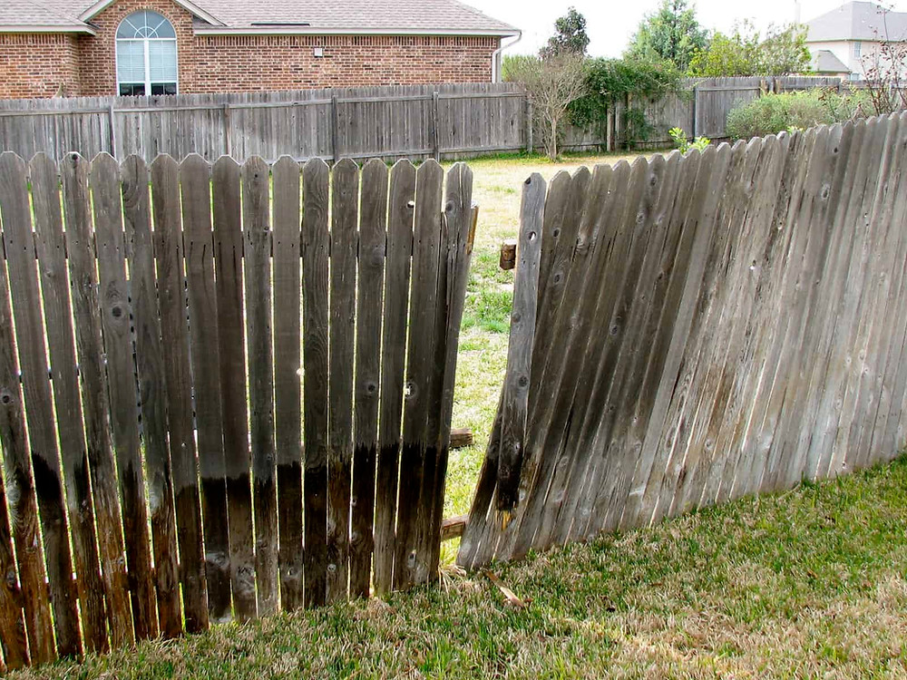"""<img src=""""fence repair.png"""" alt=""""repairing a leaning fence in Katy"""">"""