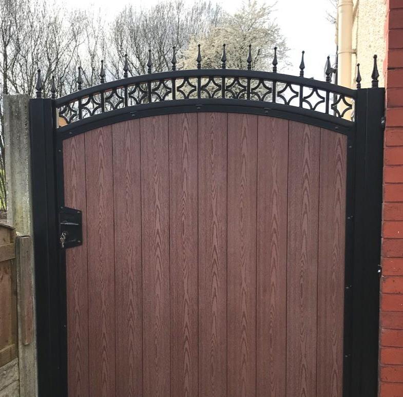 "<img src=""gate.png"" alt=""cedar wood gate"">"