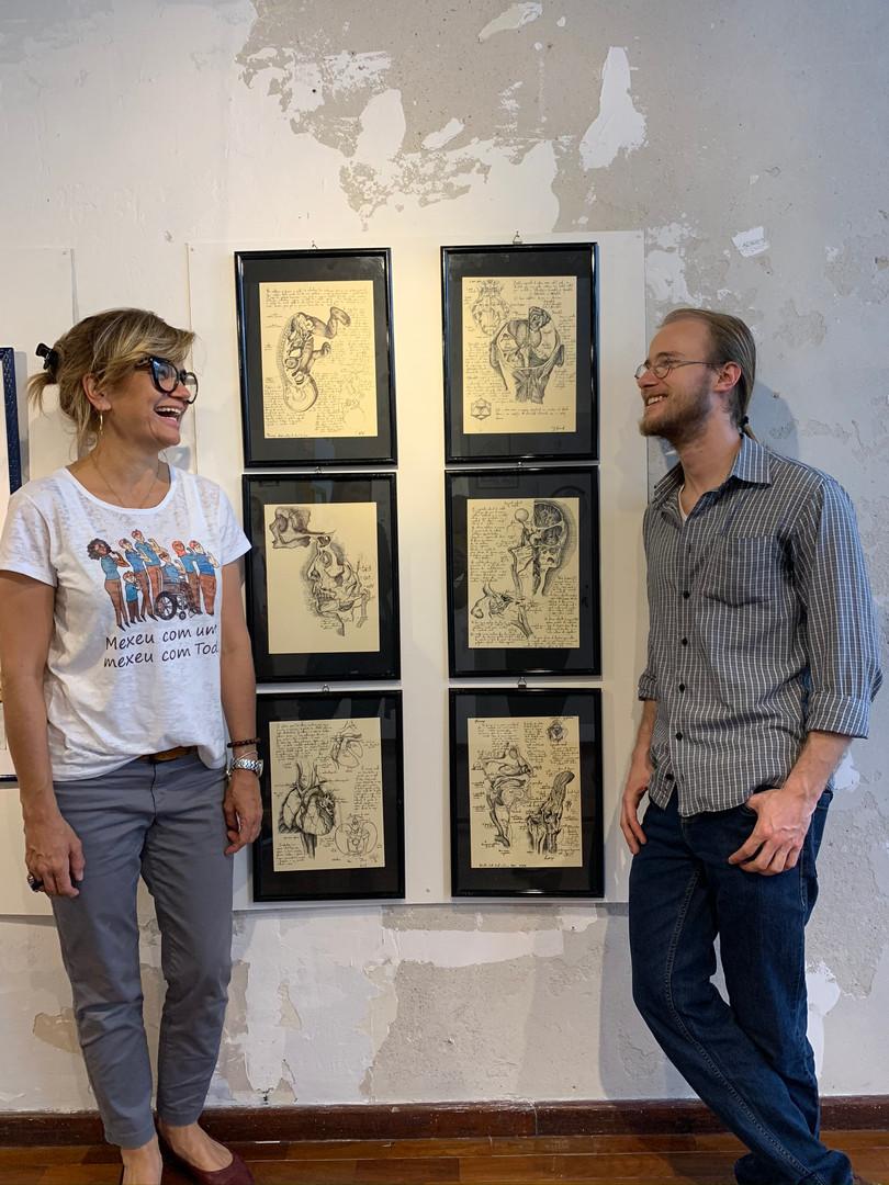 professora do IFSul Stefanie Moreira e artista Samuel Wolf
