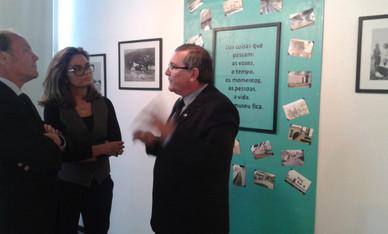 professor Carlos Alberto Bork, professora e gestora da Galeria Stefanie Moreira e Prefeito de Sapucaia do Sul Marcelo Machado