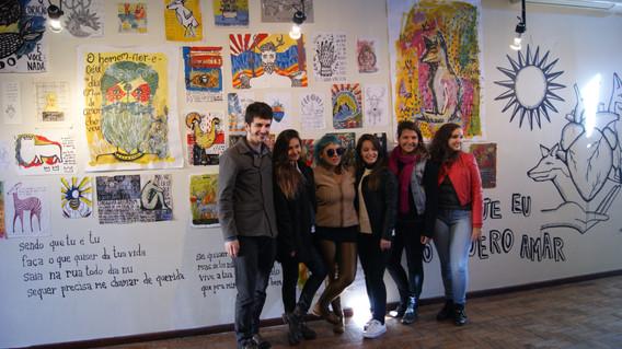estudantes da turma 3M de 2014 com a artista Isabora Brandelli