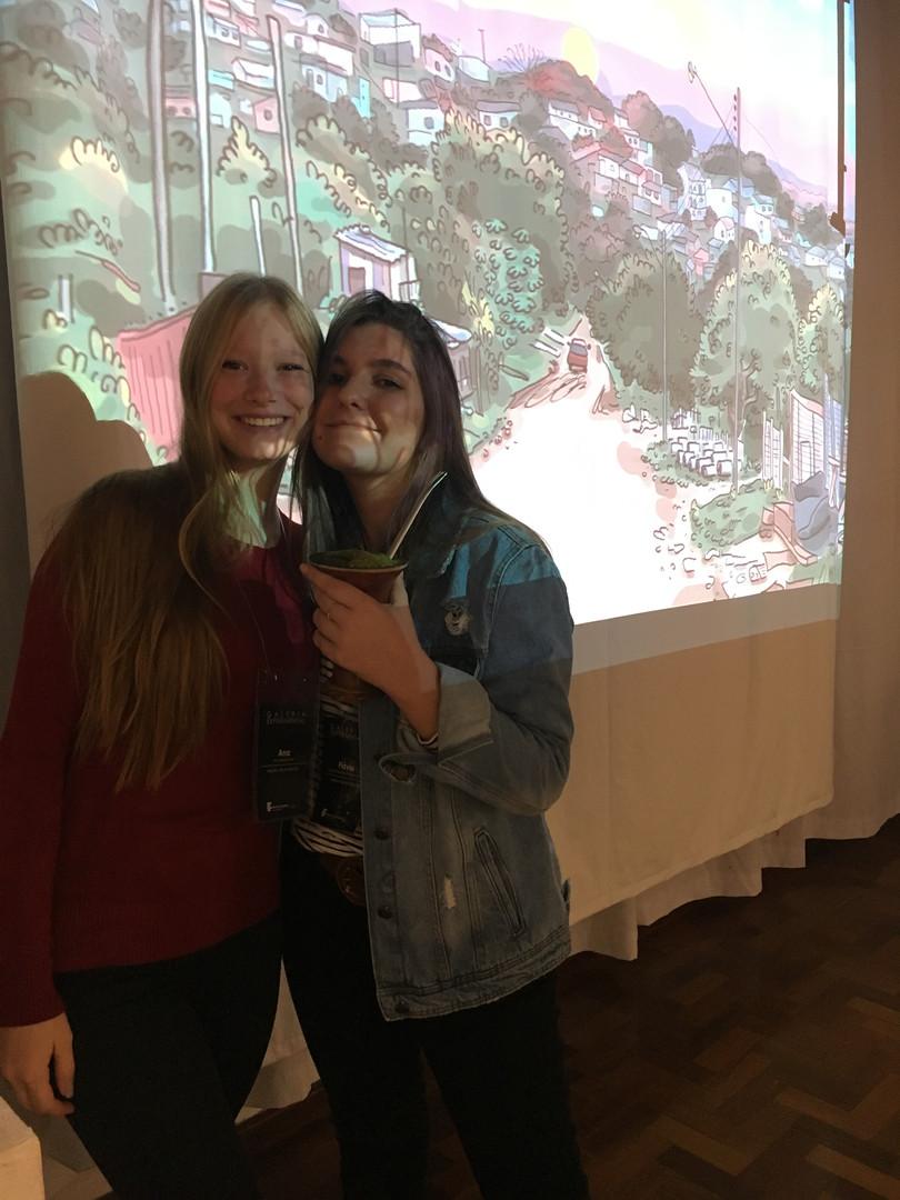 integrantes da equipe de produção, Ana Wolf e Flávia Fraga