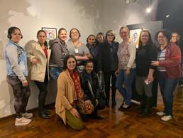 turma do PROEJA - Técnico em Administração e professora Inessa Carrrasco presente na abertura da exposição