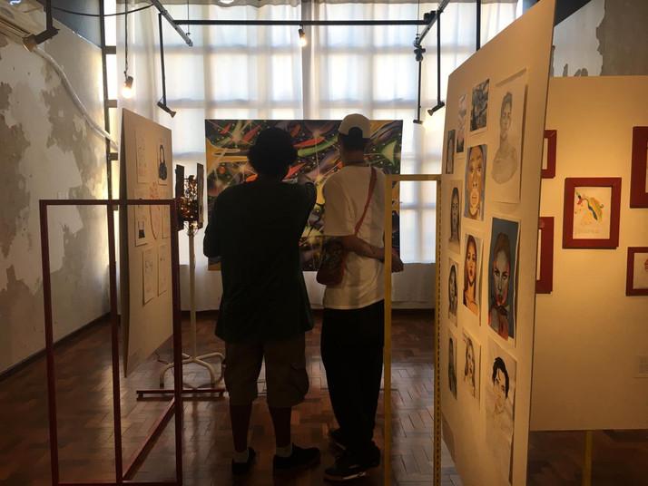 artista Filipe Siqueira (SIK) e seu amigo