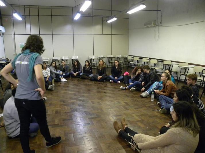 dinâmica sobre direitos sexuais e reprodutivos com participação do coletivo Anistia