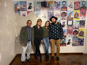 diretor geral do IFSul Câmpus Sapucaia do Sul, Mack Léo Pedroso, gestora e bolsista da Galeria, Stefanie Moreira e Flávia Fraga, e artista Marcos Coelho
