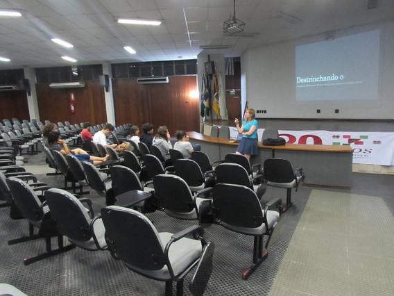oficina sobre Movimentos Sociais com a professora Bianca Ruskowski