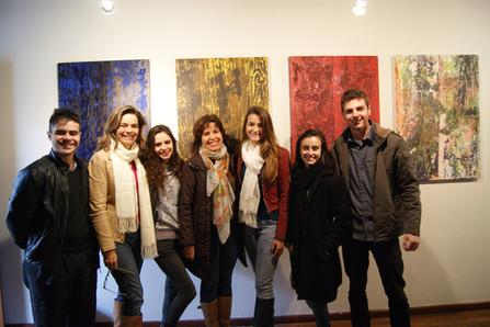 equipe de produção da exposição, da esquerda para direita: Dener Machado, Stefanie Moreira, Tamires Mombach, artista Isabel Sommer, Amanda Depper, Luiza Ferraz e Leonardo Dewes