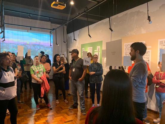 abertura da exposição com presença do artista