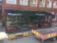 weinor I2000 kassettemarkise montert på en café i Odense. Dekoreret med flotte Carlsberg logoer.