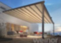 weinor PergoTex II udrullet, med tændt LED belysning, der giver en super hyggelig atmosfære på terrassen.