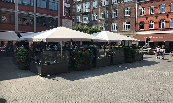 Glatz Palazzo parasoller på café i Odense.