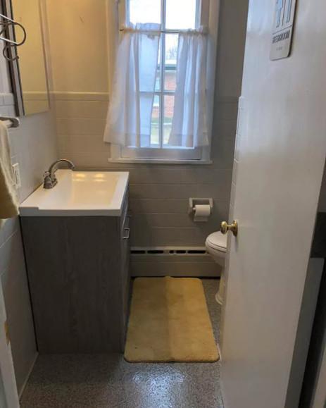 Main floor single bathroom