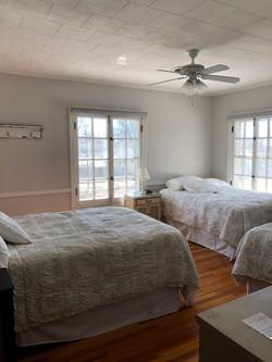 3-Bed Awaken Room