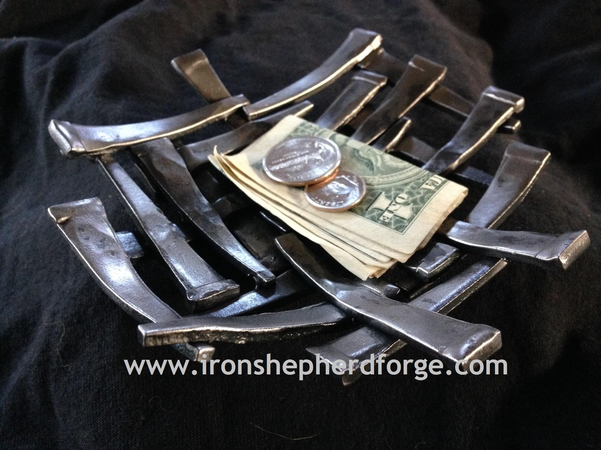 Cut nail dish WM