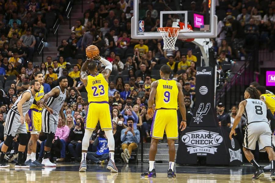 Lebron_James_Lakers_NBA_Around_the_Game