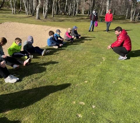 Golf jeunes - debrief.jpg