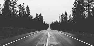 Lange leere Straße