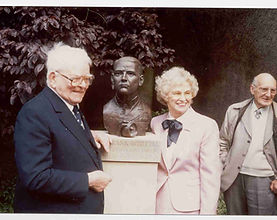 frank-whittle-at-the-unveiling-of-his-st