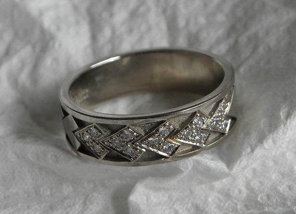 Spearhead & Diamond Wedding Band