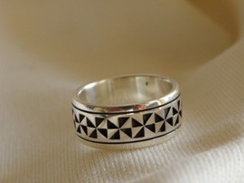 Tapa motif wedding band