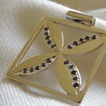 Frangipani & Sapphire pendant.