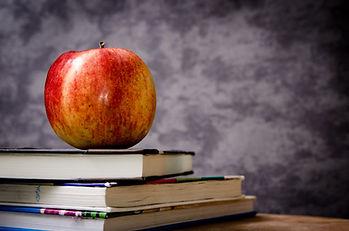 apple-blackboard-books-60583.jpg