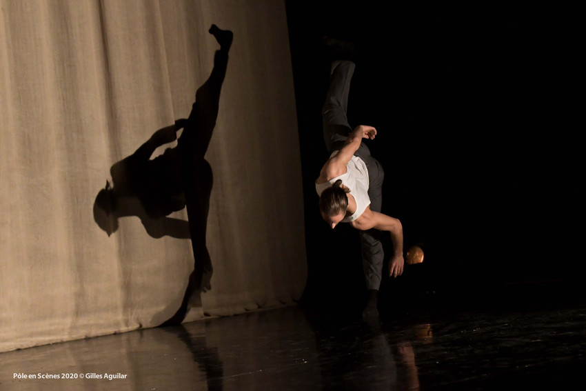 """""""+10"""" Choregraphy and Performance : Jeremy Alberge . Bron 2020. Photography : Gilles Aguillar"""