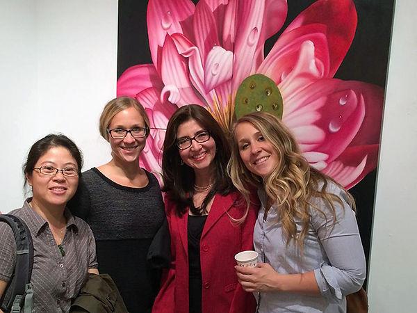 Exposicion de pinturas de flores con rocio, Juan Bernal