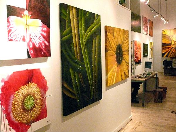 Paintings of flowers with dew by Juan Bernal