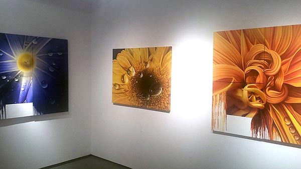 Flowers with water droplets, oil paintings by Juan Bernal