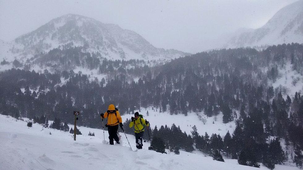 Guia de montaña trekkings pirineos abisme