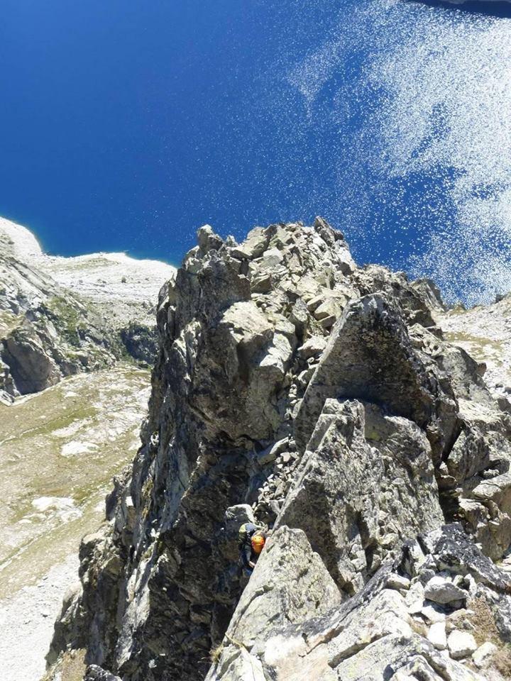 Arista SO al pico tres consejeros pirineos
