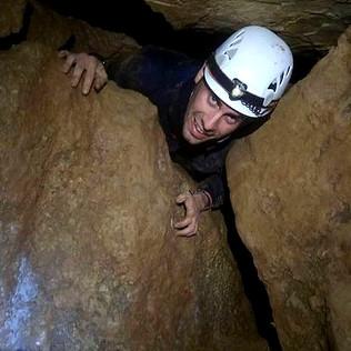 Bautizo espeleología en cueva