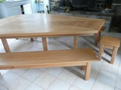 Table et ses bancs
