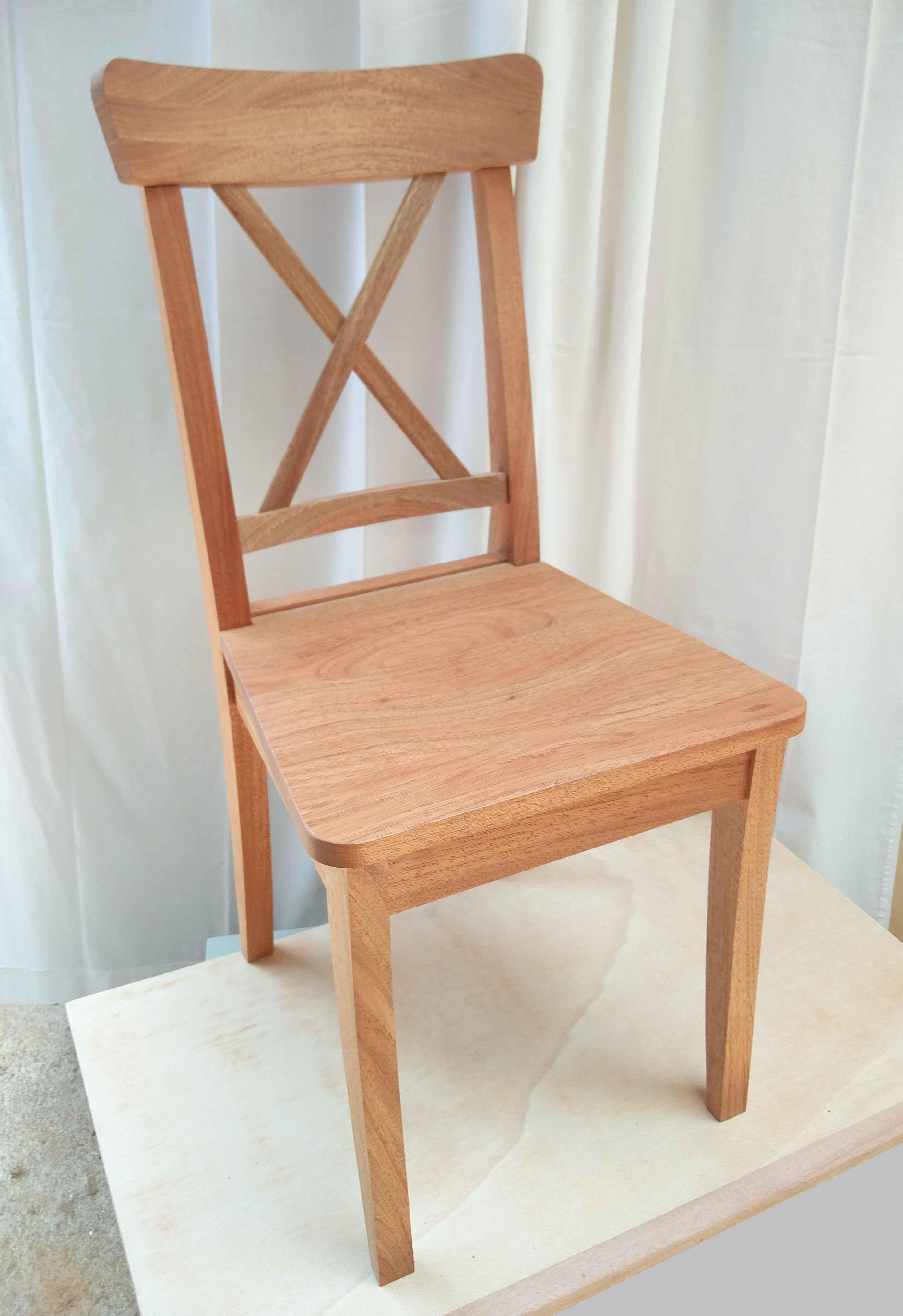 Chaise à croisillon