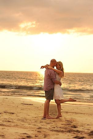 valentine-2066244_1920 couple embracing