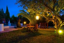 casa_jardin_noche_008