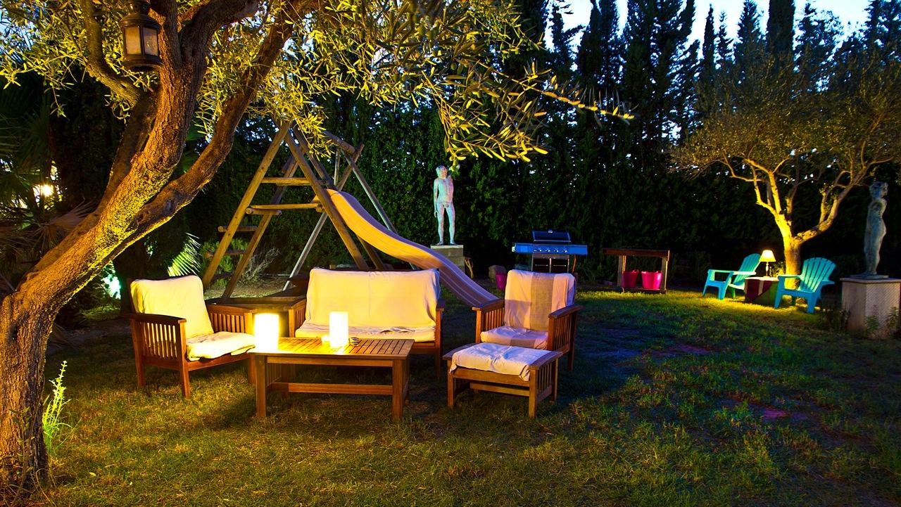 casa_jardin_noche_006