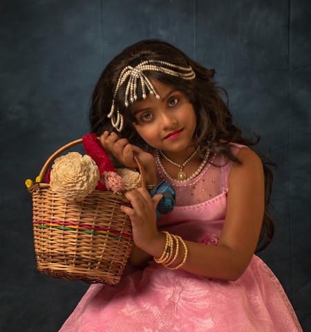 Soumen Mondal_Little girl with Bouquet_9