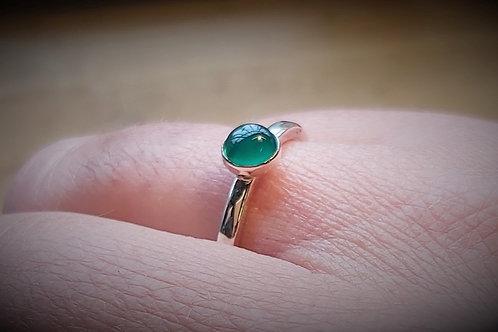 Green Onyx Cabochon Ring (5mm)