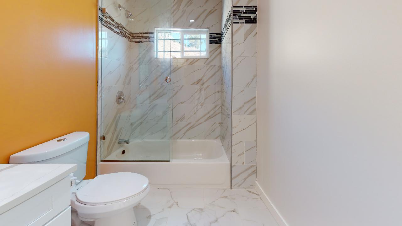 29875-Smugglers-Point-Dr-Bathroom.jpg