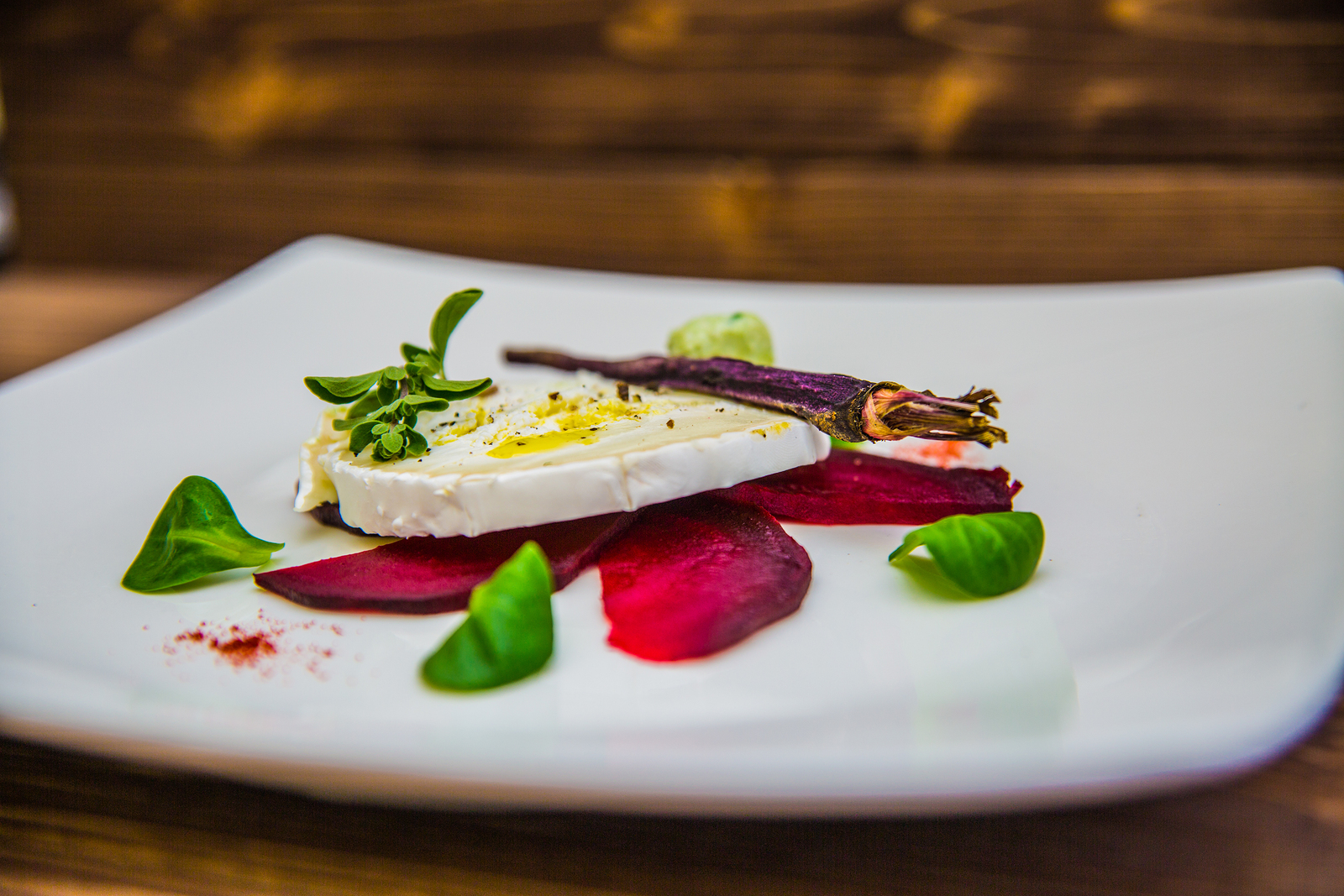 Goats cheese with beets and dehidrated h