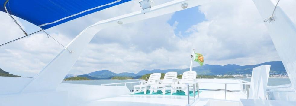 Spacious junk boat deck