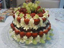 Bolo frutas com nata